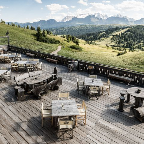 Mountainhut and Restaurant in Alta Badia - Punta Trieste